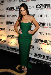 "Host of ""The Daily 10"", Catt Sadler rocked a gorgeous green dress at a recent event. She showed off her strapless gown by sporting a half-up half-down hair-style."