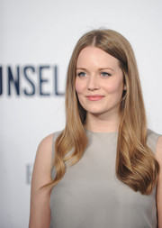 Cara Theobold wore a super-lovely center-parted wavy 'do at the screening of 'The Counselor.'