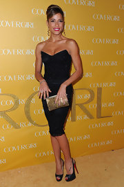 Dania exuded sexiness in a pair of glittery black platform slingbacks.