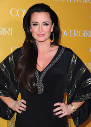 Kyle Richards paired her long tresses with large gold hoop earrings.
