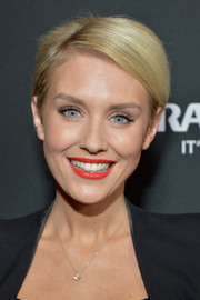 Nicky Whelan looked cute with her short side-parted 'do at the premiere of 'Chosen.'