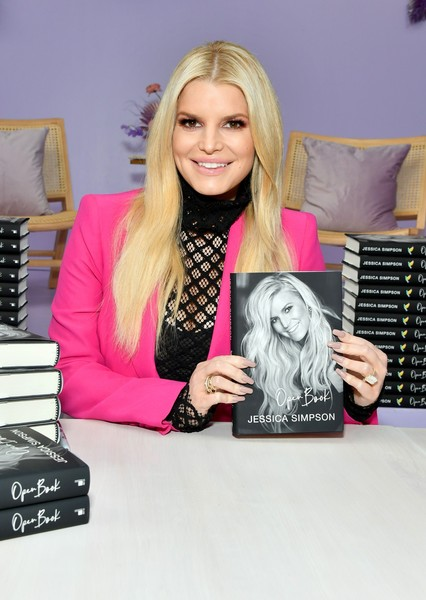 Jessica Simpson showed off a massive diamond ring at the Create & Cultivate Los Angeles event.