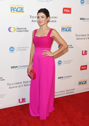 Jenna Dewan-Tatum added more color with a red box clutch by Edie Parker.