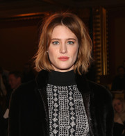 Mackenzie Davis sported messy short waves at the Creatures of the Wind Fall 2016 show.