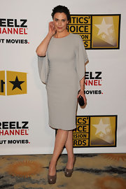 Michelle Forbes added color to her sophisticated dolman shoulder dress with a red Power clutch.