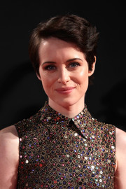 Claire Foy attended the world premiere of 'The Crown' season 2 wearing a short side-parted hairstyle.