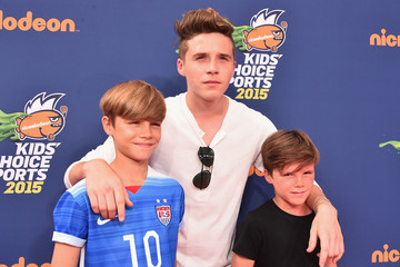 Cruz Beckham Romeo Beckham Nickelodeon Kids' Choice Sports Awards 2015 - Red Carpet