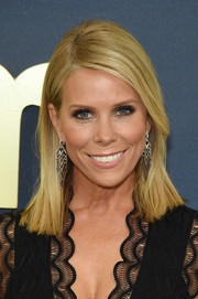 Cheryl Hines sported a mid-length straight hairstyle at the premiere of 'Curb Your Enthusiasm' season 9.