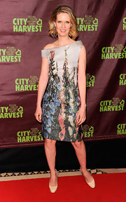 Cynthia dons an off-the-shoulder botanical print frock for 'An Evening of Practical Magic.'