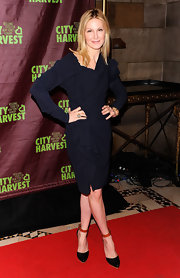 Kelly Rutherford donned exquisite black patent pumps with orange ankle straps.