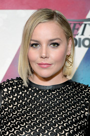 Abbie Cornish wore her hair in an asymmetrical bob while visiting DIRECTV House.