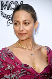 Nicole Richie kept it super simple with this center-parted bun at the 2018 Fashion Los Angeles Awards.