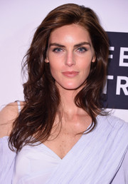 Hilary Rhoda wore her hair loose in a feathery style at the Daily Front Row's Fashion Media Awards.
