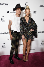 Barely-there heels completed Ashlee Simpson's attire.