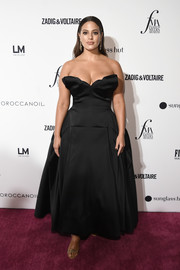 Ashley Graham styled her dress with a pair of sparkly gold heels.