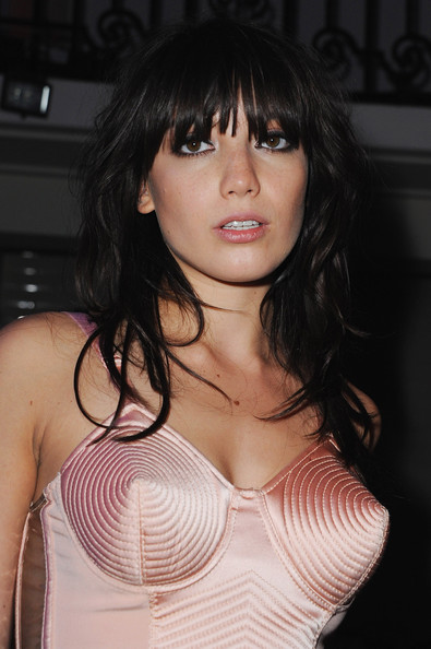 Daisy Lowe Long Wavy Cut with Bangs []