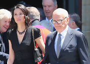 Wendi Deng carried a classic quilted purse at a public memorial.