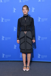 Mia Wasikowska brightened up her outfit with a pair of pink cap-toe Mary Janes, also by Prada.