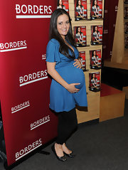 The very pregnant actress kept it comfy in a cute pair of embellished, leather ballet flats.