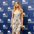 Look of the Day: Amber Heard's Casual Elegance