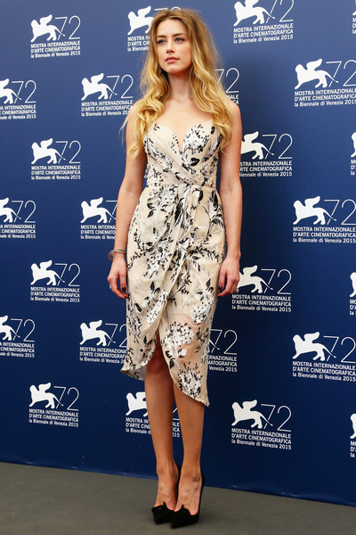 Amber Heard chose a pair of Christian Louboutin Gwalior pumps, in black, to finish off her chic outfit.