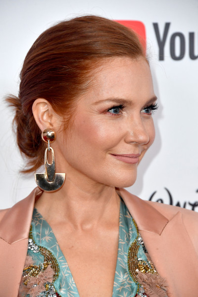 Darby Stanchfield Gold Dangle Earrings [hair,hairstyle,face,eyebrow,chin,beauty,blond,ear,lip,chignon,arrivals,darby stanchfield,beverly wilshire four seasons hotel,beverly hills,california,glsen respect awards]