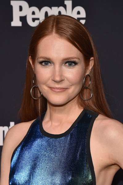 Darby Stanchfield Long Straight Cut [hair,hairstyle,face,eyebrow,beauty,lip,chin,blond,brown hair,forehead,arrivals,darby stanchfield,scandal,second floor,nyc,terra,people upfronts party,entertainment weekly,netflix,party]