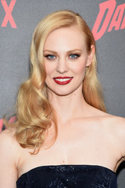 Deborah Ann Woll showed off vintage-glam curls at the 'Daredevil' season 2 premiere.