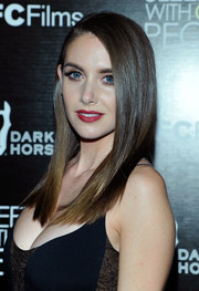 Alison Brie showed off a lustrous, straight 'do at the premiere of 'Sleeping with Other People.'