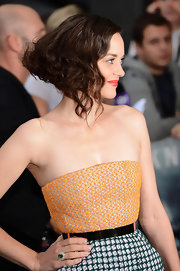 Marion sported a gorgeously retro faux-bob with bright red lips for the London premiere.