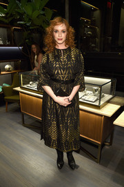 Christina Hendricks complemented her lovely dress with a black leather tube clutch.
