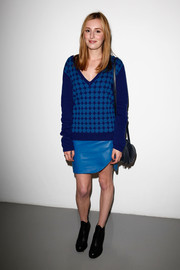 Laura Carmichael styled her sweater with an asymmetrical blue leather mini.