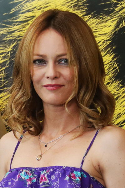 Vanessa Paradis worked a retro vibe with this center-parted 'do with curly ends at the Locarno Film Festival.