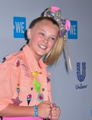 JoJo Siwa sealed off her outfit with a layered beaded bracelet.