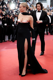 Chloe Sevigny chose a black Mugler gown with a contrast bustline and a high side slit for the 2019 Cannes Film Festival opening ceremony.