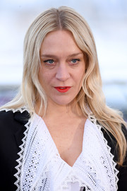 Chloe Sevigny kept it low-key with this loose center-parted hairstyle at the 2019 Cannes Film Festival photocall for 'The Dead Don't Die.'