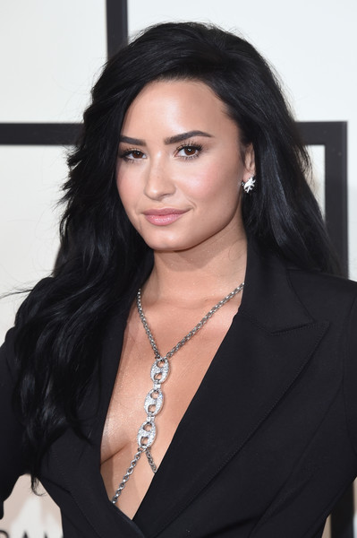 Demi Lovato Long Side Part