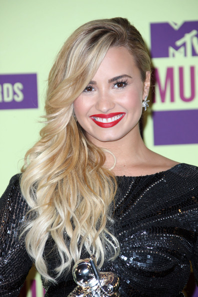 Demi Lovato Red Lipstick [demi lovato,2012 mtv video music awards,hair,blond,face,hairstyle,lip,eyebrow,long hair,beauty,brown hair,chin,room,press room,california,los angeles,staples center]
