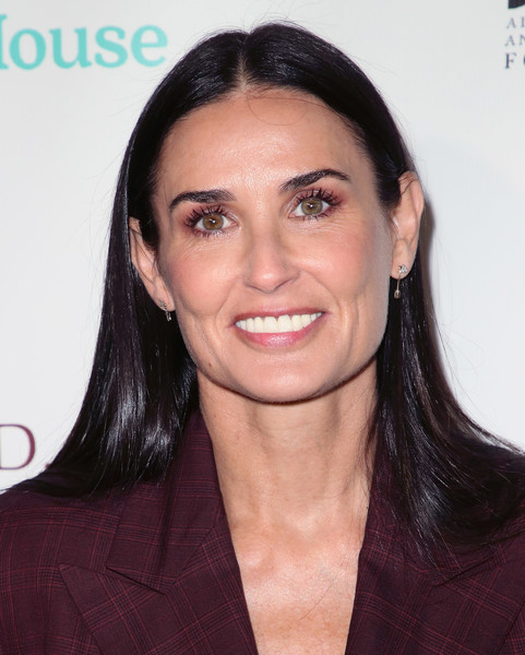 Demi Moore Long Straight Cut [photograph,eyebrow,chin,beauty,hairstyle,forehead,cheek,long hair,black hair,brown hair,smile,arrivals,peggy albrecht friendly house,demi moore,musician,hairstyle,eyebrow,chin,beauty,29th annual awards luncheon,demi moore,los angeles,new york city,actor,a few good men,musician,photograph]