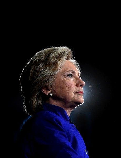 Hillary Clinton attended a campaign rally in Tempe, Arizona wearing a short side-parted hairstyle.