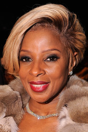 Mary J. Blige topped off her look with a diva-ish teased 'do when she attended the Dennis Basso fashion show.