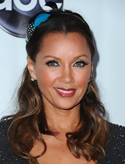 Vanessa Williams swept her hair back and added a colorful feathered accent for the 'Desperate Housewives' series finale.