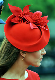 Kate Middleton's floral tilted hat was a hit at the Diamond Jubilee Pageant.