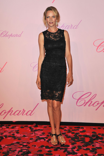 Uma Thurman pared down her sultry lace shift with gold T-strap sandals with black satin ankle straps.