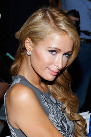 Paris Hilton looked so sweet with her curly side-sweep at the Diane Von Furstenberg fashion show.