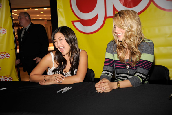 Dianna Agron Rectangle-faced Watch [glee: the musical vol. 1,yellow,fun,event,games,recreation,leisure,copies,cast,actresses,dianna agron,jenna ushkowitz,cast of signs,copies,long island,l]