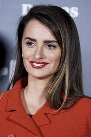 Penelope Cruz went for a simple side-parted 'do when she attended the Dias de Cine Awards.