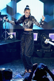 Hailee Steinfeld sealed off her head-turning attire with a pair of studded harem pants, also by Balmain.