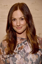 Minka Kelly sported a subtly wavy hairstyle with an off-center part at the Dinner for Equality.