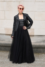 Noomi Rapace amped up the edge factor with a black leather biker jacket.